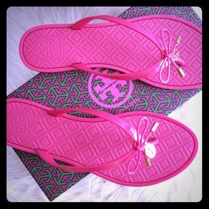 88f11decdc1 Tory Burch Shoes - Tory Burch Jelly Bow Logo-Charm Thong Pink Sanda